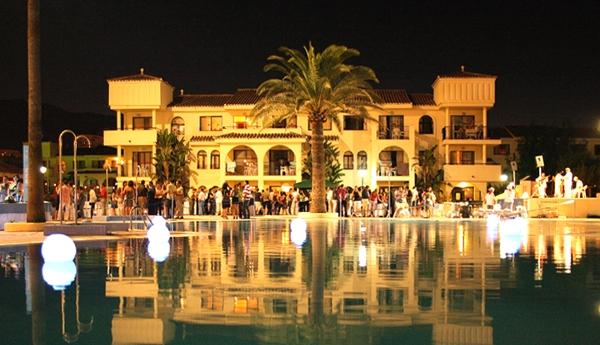 APARTHOTEL PUENTE REAL - Hotel cerca del Palacio de Deportes Martín Carpena