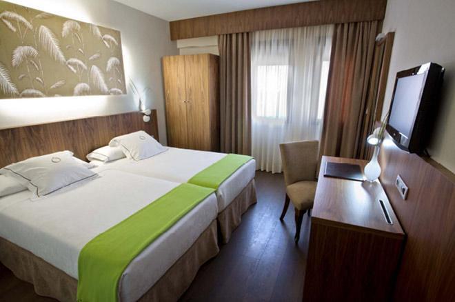 http://www.hotelresb2b.com/images/hoteles/52112_fotpe1_HABITACIONOK11.JPG