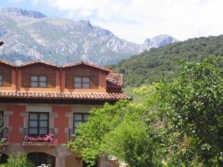 POSADA LAURA - Hotel cerca del Monasterio de Santo Toribio de Liébana