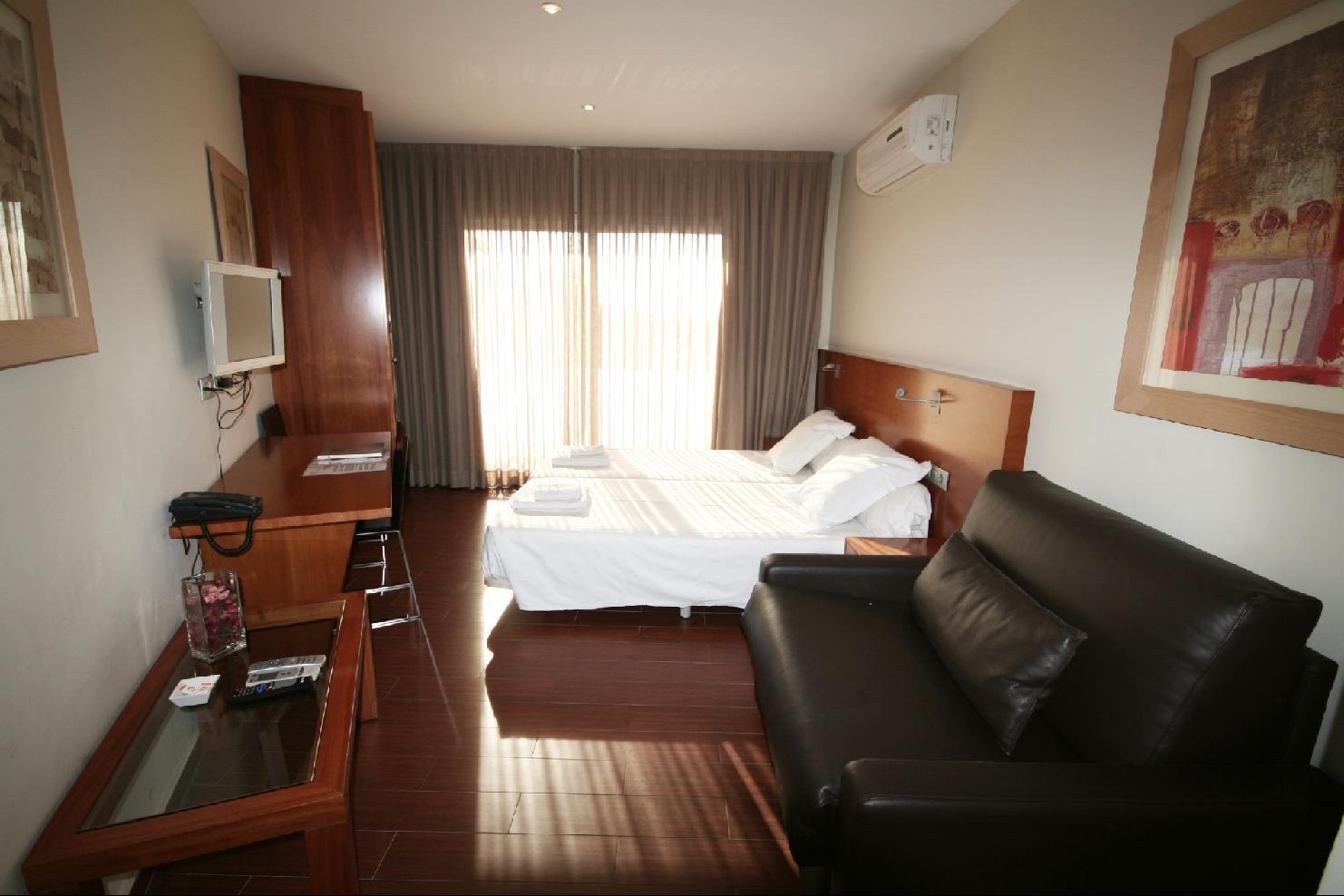 MADANIS APARTAMENTOS TURISTICOS - Hotel cerca del Camp Nou