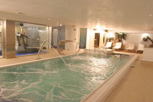 Hotel rio do pozo em nar n rumbo for Piscina de naron