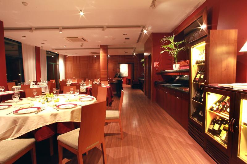 hotel hotel clipper villas torroella de montgri in