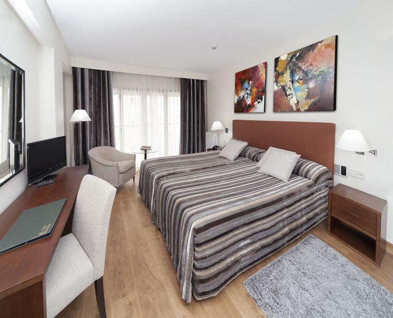 APARTO-HOTEL ROSALES - Hotel cerca del Sala Berlanga