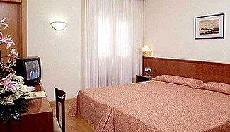CATALONIA CASTELLNOU HOTEL - Hotel cerca del Camp Nou