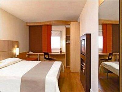 IBIS MADRID VALENTIN BEATO HOTEL - Hotel cerca del Estadio de la Peineta