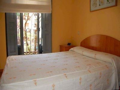 HOSTAL MONTALOYA - NON REFUNDABLE ROOM - Hotel cerca del Estación Sur de Autobuses