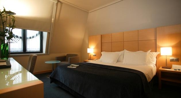 SILKEN CIUDAD DE VITORIA - Hotel cerca del Aeropuerto de Vitoria Foronda