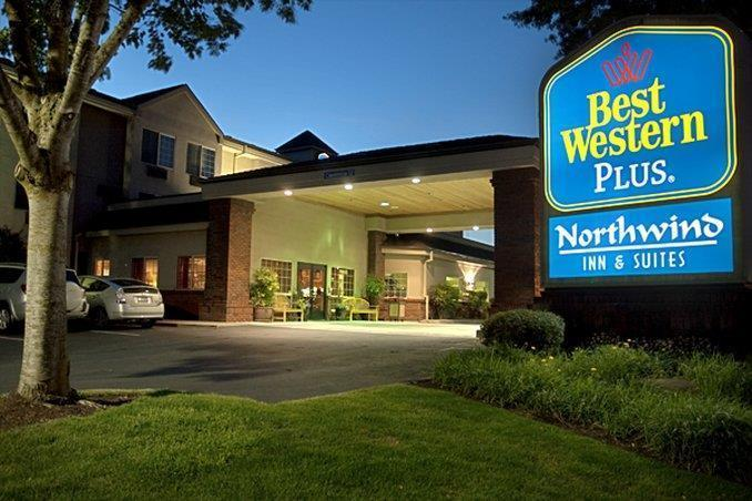 Best Western Plus Northwind Inn Suites Lodgings In Tigard