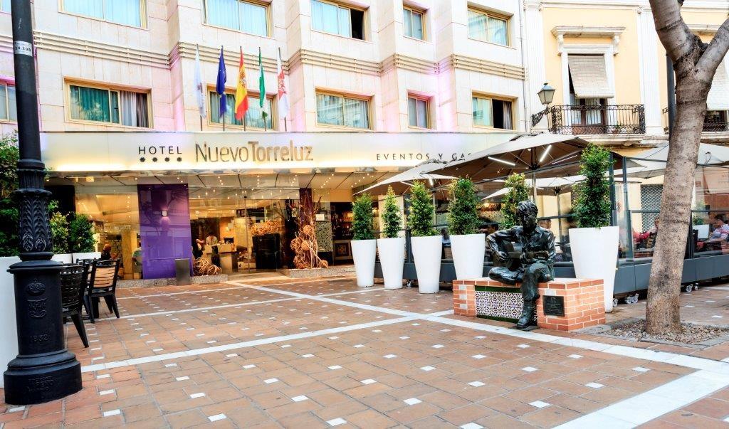 Hoteles cerca de estadio de los juegos del mediterr neo en - Hotel los patios almeria ...
