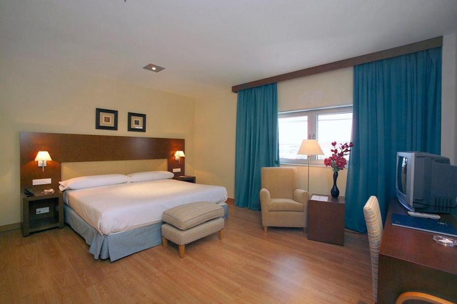HUSA LAS CAÑAS - Hotel cerca del Aeropuerto de Logroño - Agoncillo