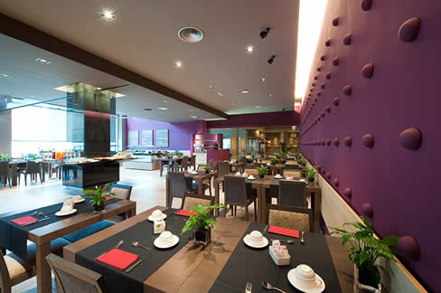 http://www.hotelresb2b.com/images/hoteles/7817_fotpe1_BAR.jpg