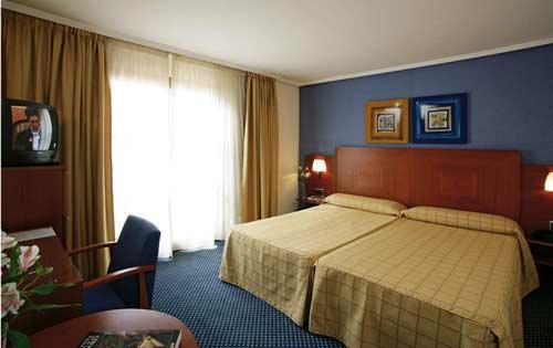TORRELUZ III - Hotel cerca del Estadio de los Juegos del Mediterráneo