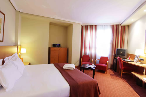 http://www.hotelresb2b.com/images/hoteles/8087_foto1_8087_foto1_habitacion.jpg