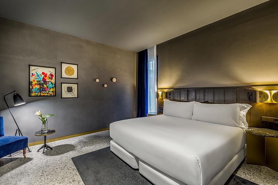ROOM MATE GERARD - Hotel cerca del Bravas en el Bohemic