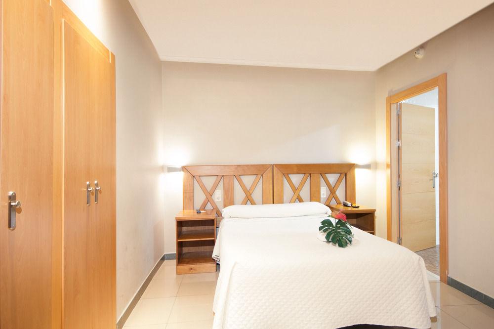 HOSTAL ATENAS - Hotel cerca del Jardines del Triunfo de Granada
