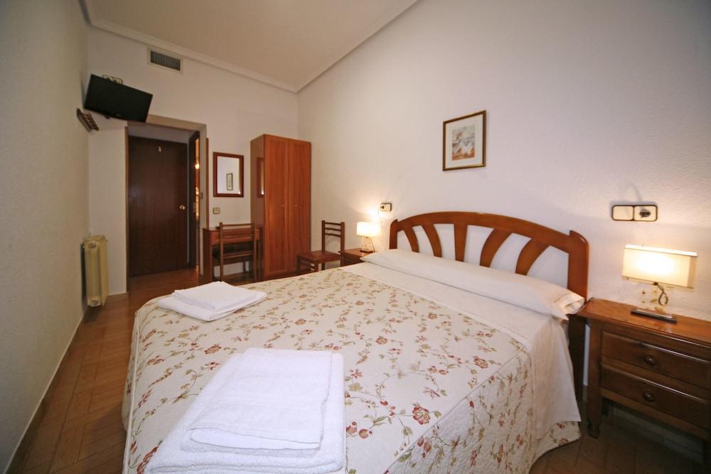 HOSTAL SAN ANTONIO - Hotel cerca del Bar El Azul de Fucar