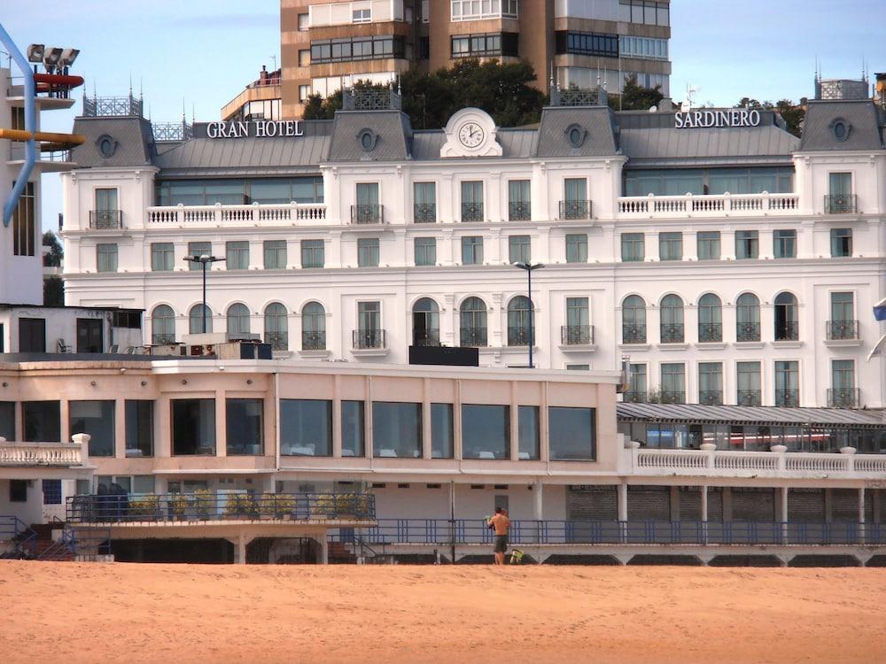 GRAN HOTEL SARDINERO - Hotel cerca del Club de Golf Mataleñas