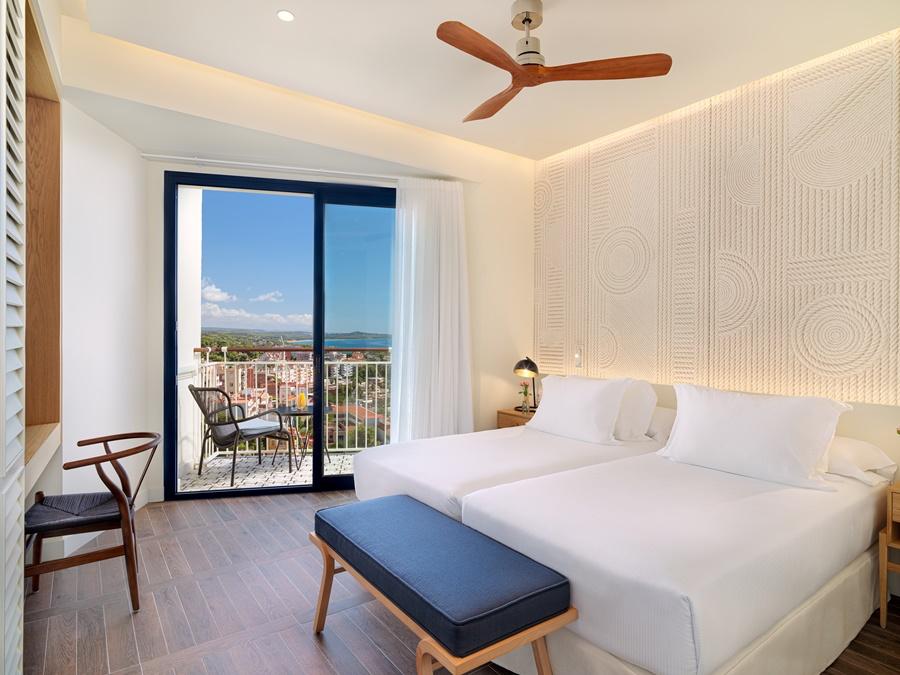 H10 IMPERIAL TARRACO - Hotel cerca del Jardines del Milagro