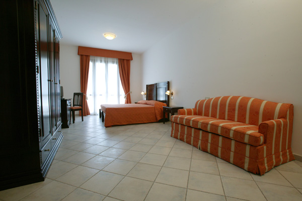 http://www.hotelresb2b.com/images/hoteles/92871_fotpe1_hab.jpg