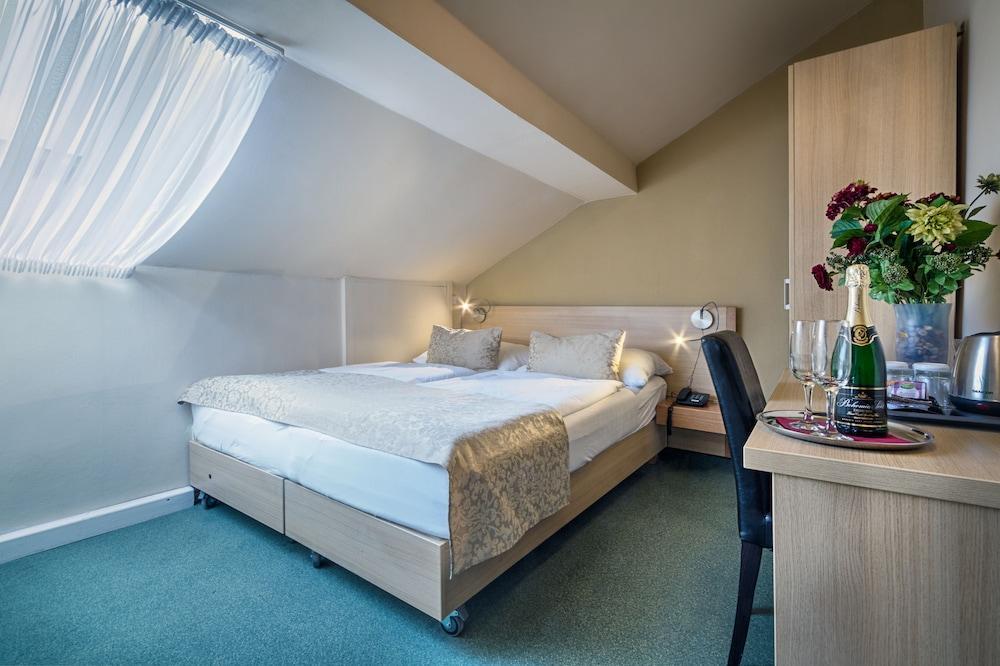 TAURUS HOTEL