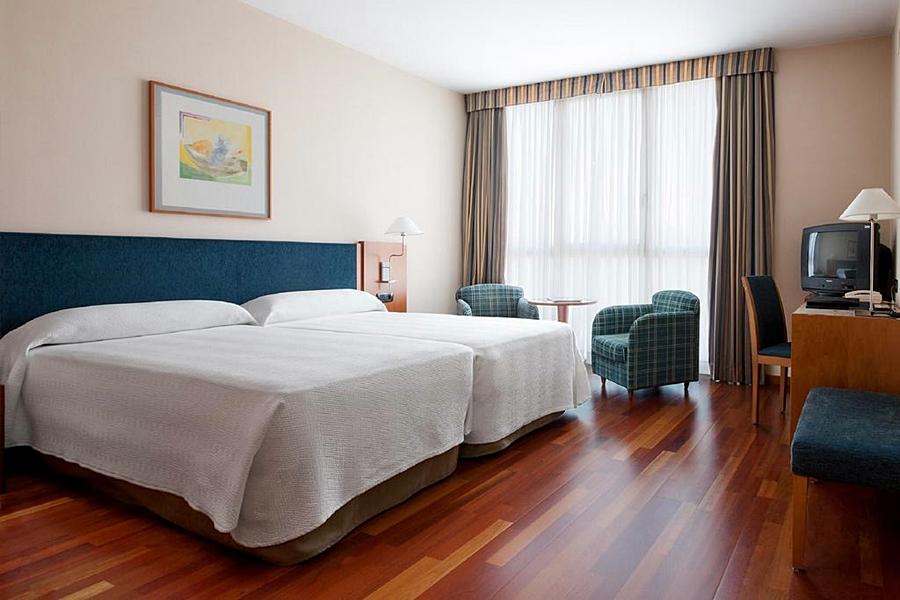 NH CORNELLA - Hotel cerca del Restaurante Panorámico Evo