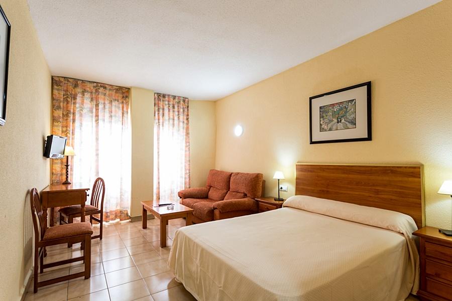 Apartamentos resitur en sevilla desde 33 trabber hoteles for Alquiler de apartamentos por dias en sevilla