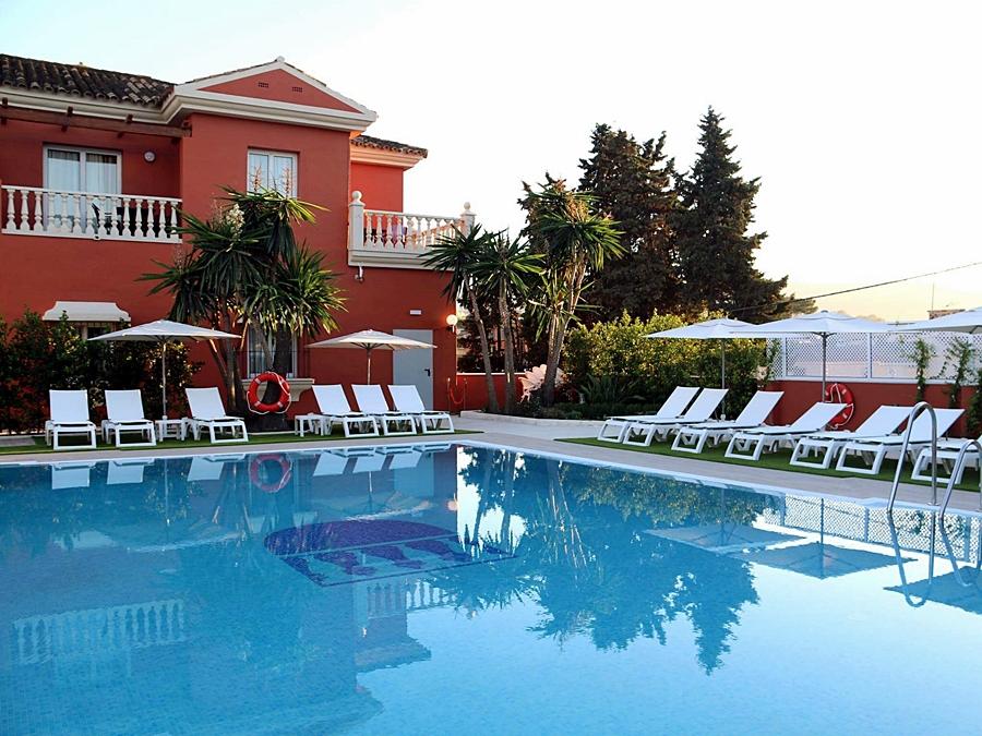 Albor n algeciras en algeciras desde 889 trabber hoteles for Piscina algeciras